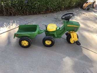 John Deer Pedal tractor and trailer for Sale in El Cajon,  CA