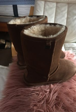 Boots bear paw for girl size 6 for Sale in Aurora, IL