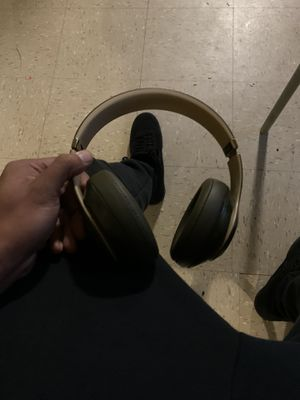 Beats by Dre headphones for Sale in Brooklyn, NY