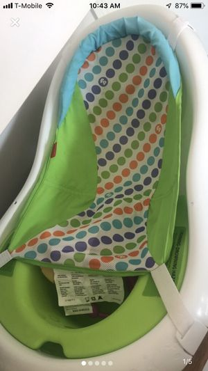 Baby tub with tummy time mat and toy for Sale in Houston, TX