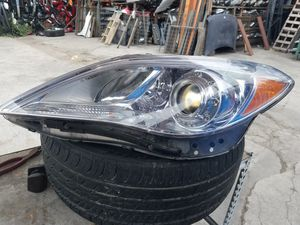 Headlight hiunday azera 2013 for Sale in Los Angeles, CA