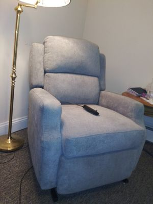 Dutchess Wall Hugger power bed lift chair recliner for Sale in Macomb, MI