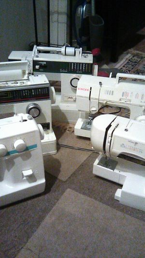 De venta 5 sewing machines 5 for sale for Sale in Anaheim, CA