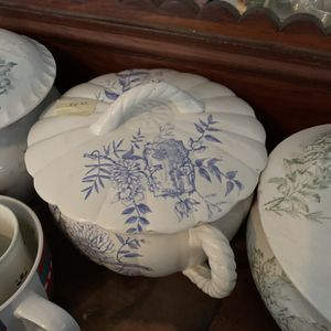 Antique Chamber Pots for Sale in Bloomfield, CT