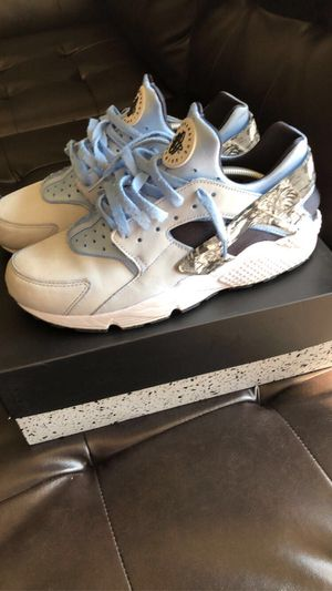 Nike huaraches for Sale in Sterling, VA