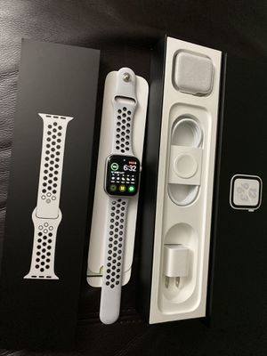 Nike Apple Watch Series 4 44mm cellular, AppleCare, like NEW for Sale in South Miami, FL