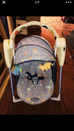 Graco Battery Operated Portable Baby Swing | Great Condition *with some baby toys added* for Sale in Downey, CA