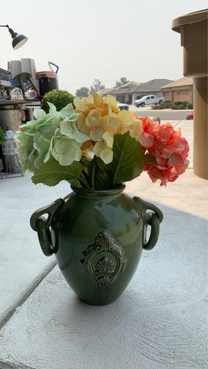 Ceramic Pot with fake flowers for Sale in Bakersfield, CA
