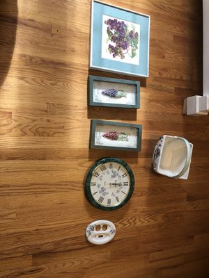 Six piece grape decorative piece for your entire room - everything for $40 - see my other items as well for Sale in Saddle Brook, NJ