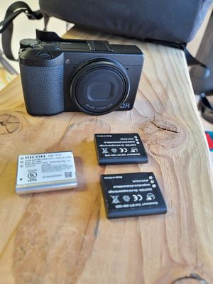 Ricoh GR iii Mint Condition, 3 Batteries, thumbs up grip, and screen protector since day 1. for Sale in Wrightwood, CA