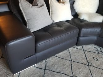 Dream Brown leather Sectional Sitting area in pit arrangement with reclininer and headrest for Sale in Sugar Land,  TX