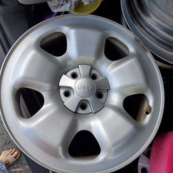 """4 17""""x7 jeep wheels"""