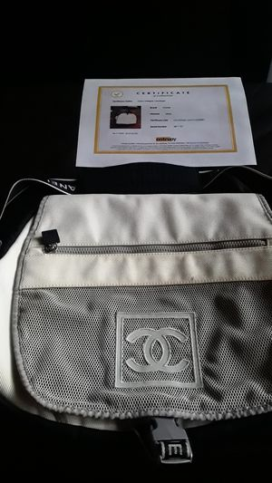 Messenger Cc Sports logo 871236 White Nylon Cross Body Bag for Sale in Dallas, TX