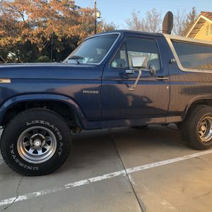 1984 5.8 4speed Classic bronco for Sale in Madera, CA