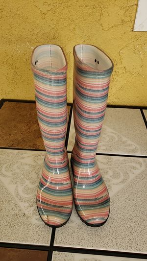 Ugg rain boots size 5 for Sale in Long Beach, CA