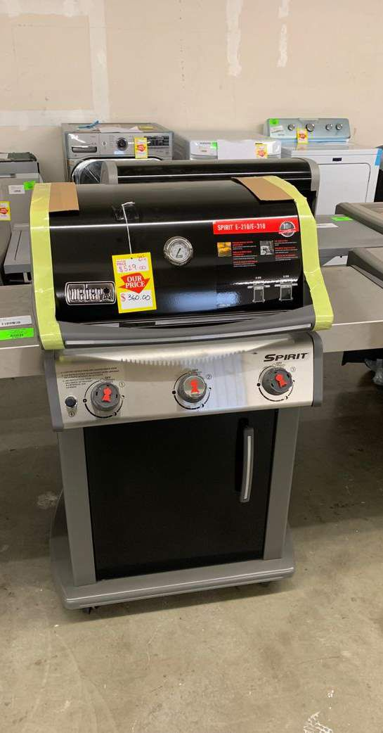 Weber Gas Grill!! 46510001 Spirit! Model is New!! 4UYP