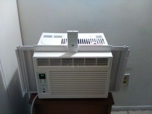 Air Conditioner General Electric 6,000 BTU With Remote (like new) for Sale in Cleveland, OH