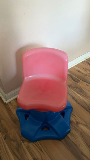 Little Tikes red and blue Kid's chair for Sale in Plant City, FL