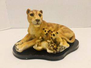 """Vintage 11"""" Lioness & 3 Cubs Statue Decor Collectible for Sale in Spring Hill, FL"""