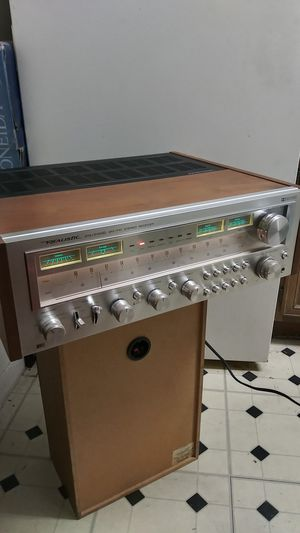 VINTAGE REALISTIC STA-2100D AM/FM/AUX RECEIVER. MODEL NO 31-2090. WORKS PERFECTLY WELL. for Sale in Dallas, TX