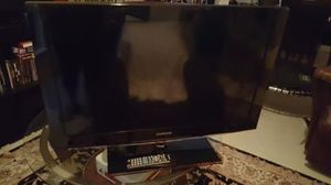 SAMSUNG 32 INCH TV WITH REMOTE LIKE NEW CLEAR BASE NOT A SMART TV NO ROKU ETC for Sale in McKinney, TX