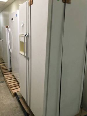 GE 2 door refrigerator white for Sale in Caledonia, MI