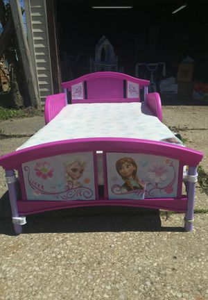 Toddler frozen themed bed , includes mattress for Sale in Cleveland, OH