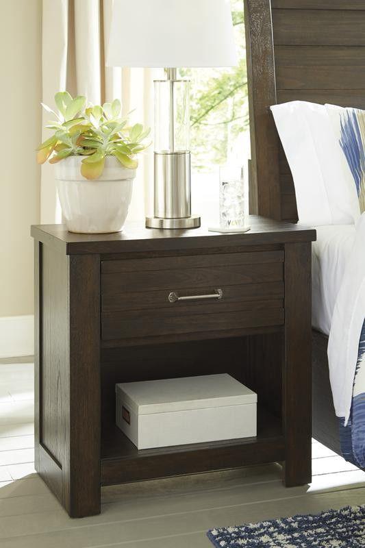 Darbry Brown Pgdfhanel Storage Bedroom Set