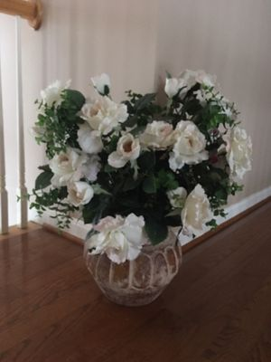 Artifitial flowers with round vase for Sale in Clifton, VA