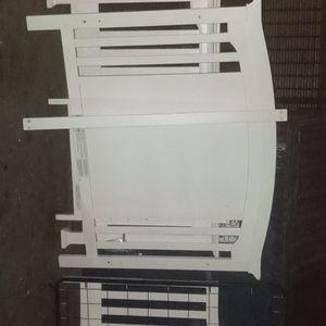 Free White Crib for Sale in Mesa, AZ
