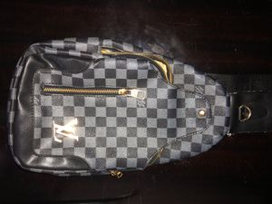Louis Vuitton Sling Vintage Mens for Sale in Miami Gardens, FL