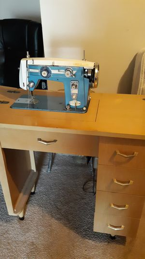 Vintage antique sewing machine in cabinet for Sale in Obetz, OH