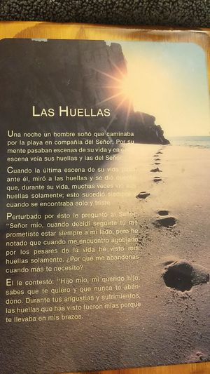 Free. Footprints in the Sand prayer in Spanish for Sale in Lynnwood, WA