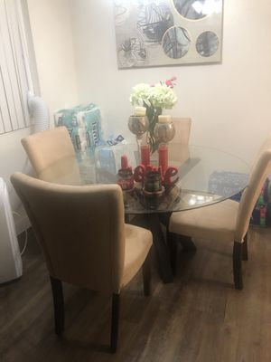 ...Modern dining table set . for Sale in Hayward, CA