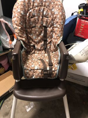 Graco high chair 2 in 1 for Sale in Roselle, IL