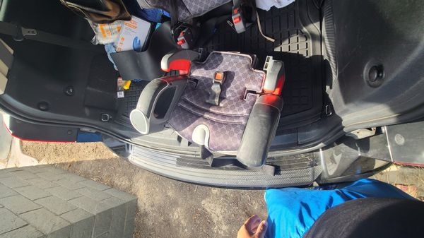 G free graco car seat with detachable booster seat. Works perfect nothing wrong with it