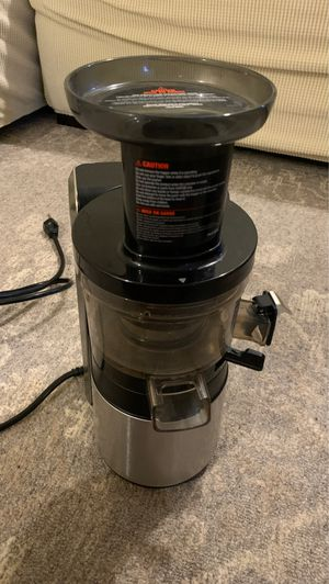 Hurom juicer with different accessories for Sale in Yonkers, NY