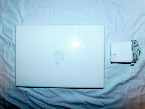 Apple Macbook Refurbished w/New Battery & Original Charger