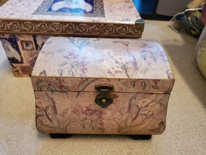 Beautiful box for Sale in Davenport, FL