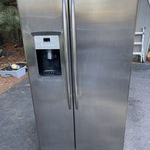 GE Profile Side By Side Fridge/freezer! for Sale in Mount Joy, PA