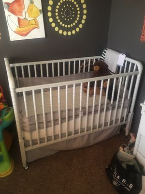 Crib, mattress and dresser set for Sale in Peoria, AZ