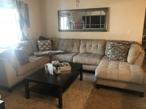 Family size sectional couch for Sale in East Point, GA