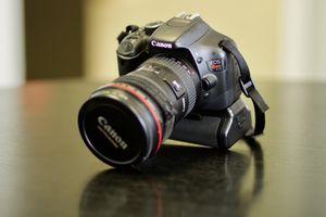 DSLR Camera Canon Rebel T2i body with battery grip for Sale in Miami, FL