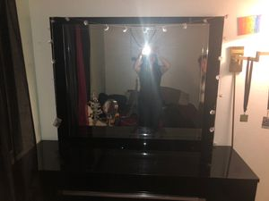 dresser with a mirror and side drawer for Sale in Stockton, CA