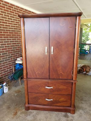 Free!! You pick up. TV stand/hutch for Sale in DARLINGTN HTS, VA