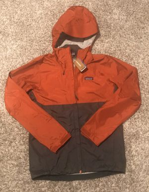 New Patagonia Raincoat windbreaker size Men's XS for Sale in Stickney, IL