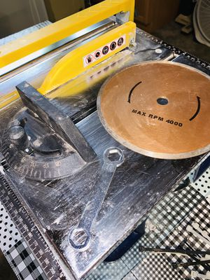 QEP SIERRA 7 inch WET SAW - ceramic/glass TABLE TOP w/ Box & Manual TWO BLADES for Sale in Milton, MA