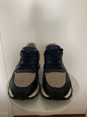 Louis Vuitton Sneakers -9.5/10 for Sale in Chevy Chase, MD