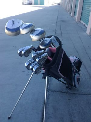 LADIES GOLF CLUB COMPLETE SET for Sale in Rancho Mirage, CA