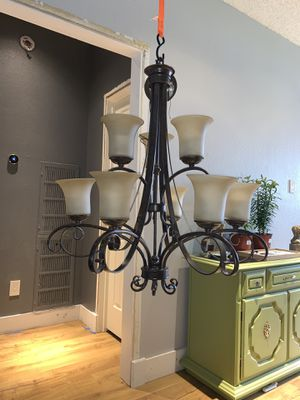 9 light Chandelier for Sale in Dallas, TX